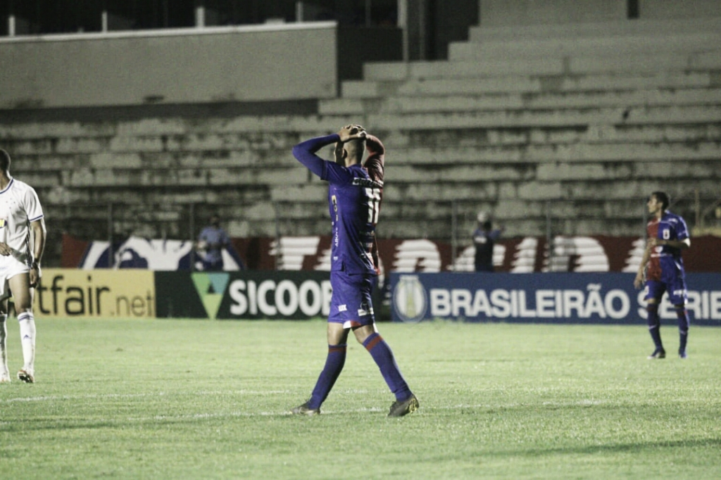 Em jogo lento Paraná e Cruzeiro empatam sem gols na última rodada da Série B