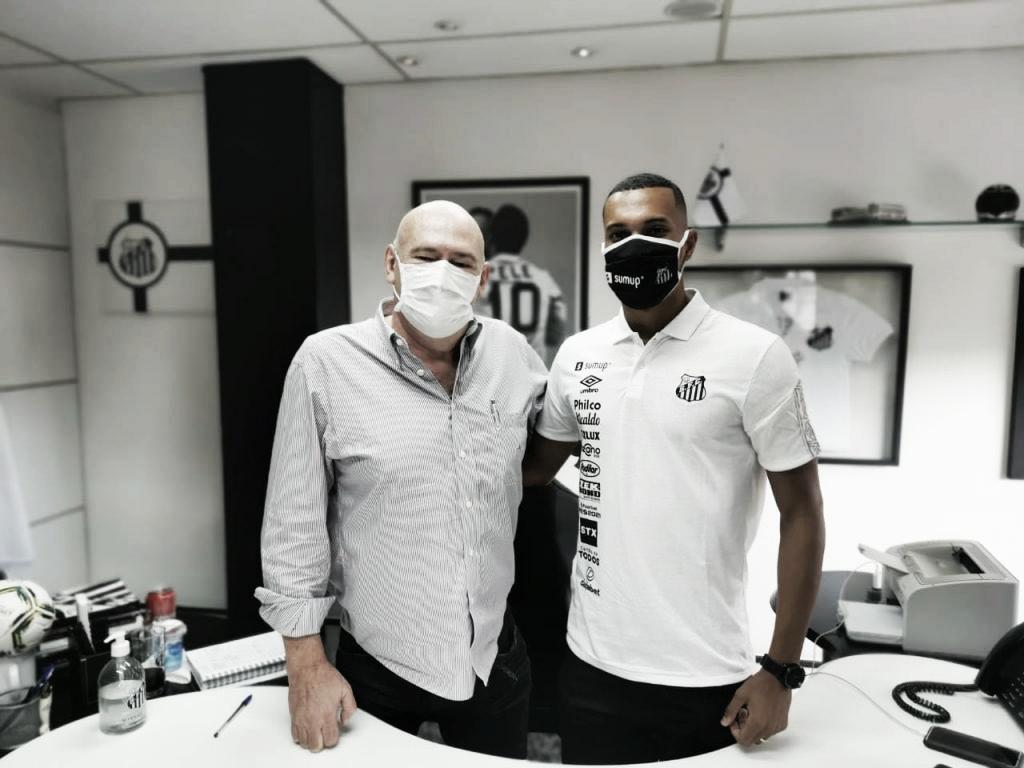 Santos renova contrato com Lucas Braga até 2026