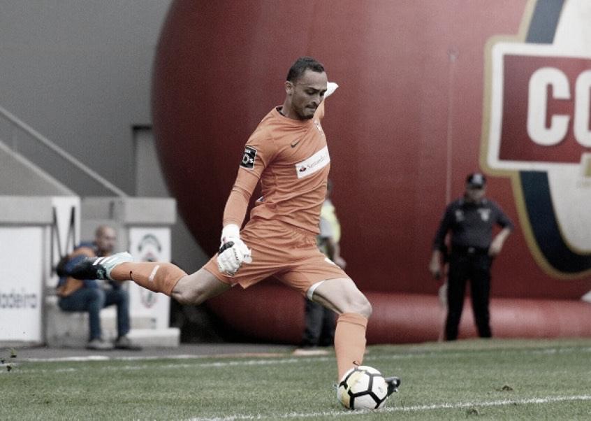 Goleiro Charles mira sequência positiva pelo Marítimo no fim da temporada
