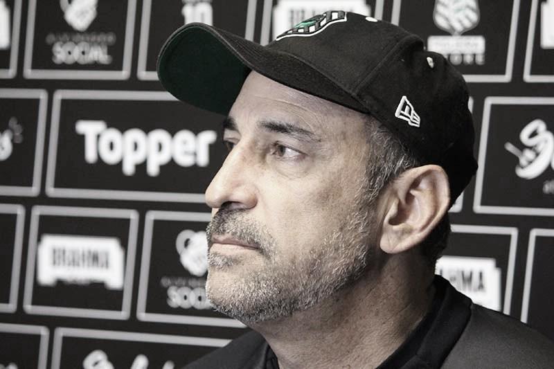 Vinícius Eutrópio lamenta situação após derrota para o Sport e prega 'tranquilidade' no Figueirense