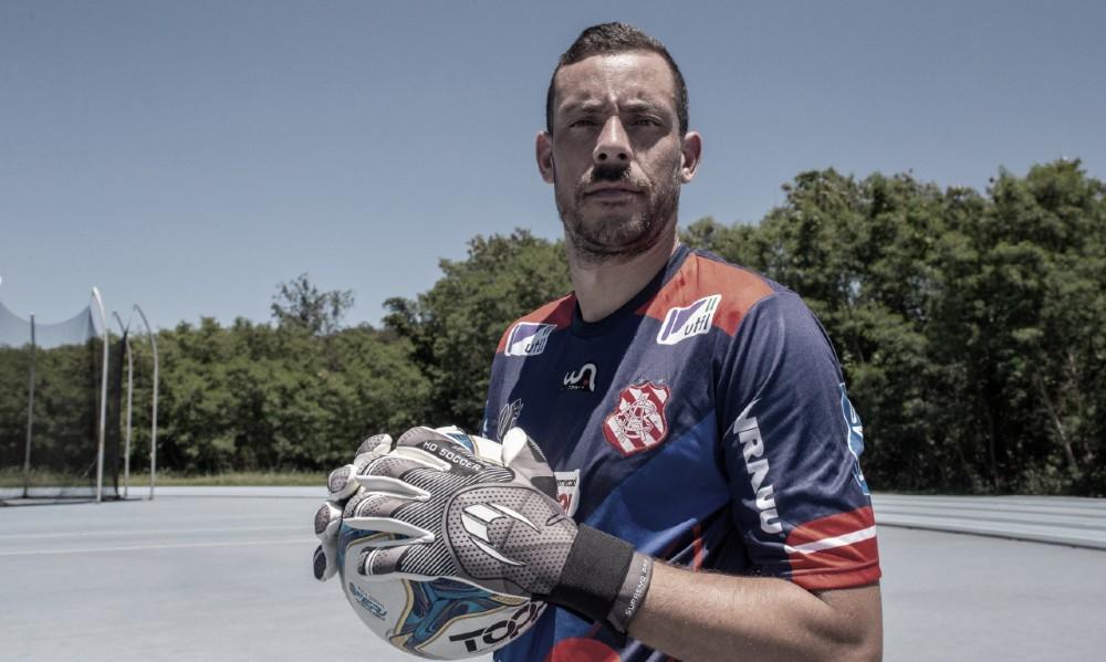 Após títulos no Fortaleza, Matheus Inácio é apresentado como novo goleiro do Bangu