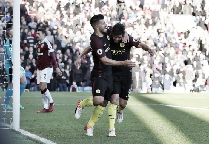 El Manchester City sale a flote con un Agüero oportunista