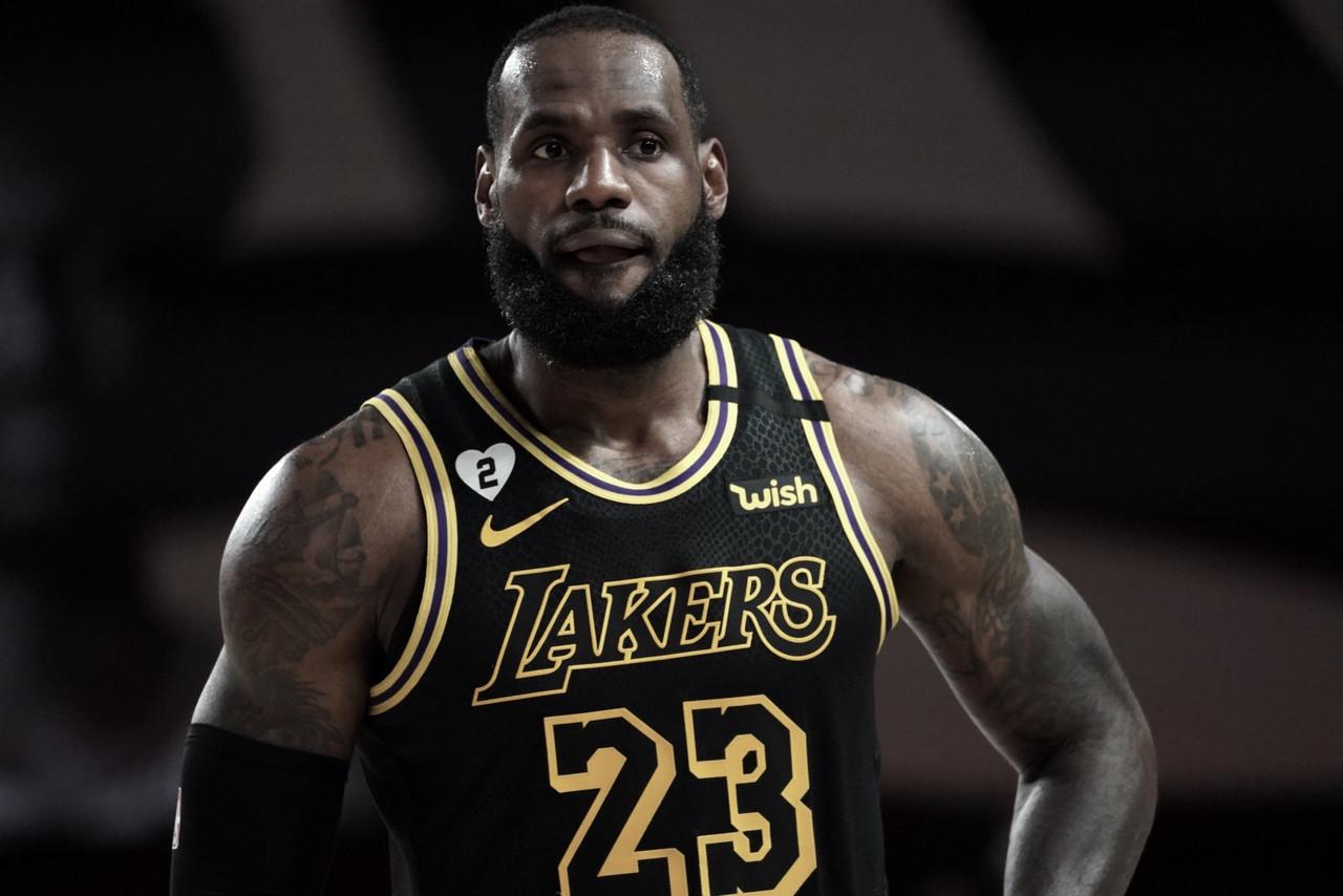 Lakers Cruise Past Blazers