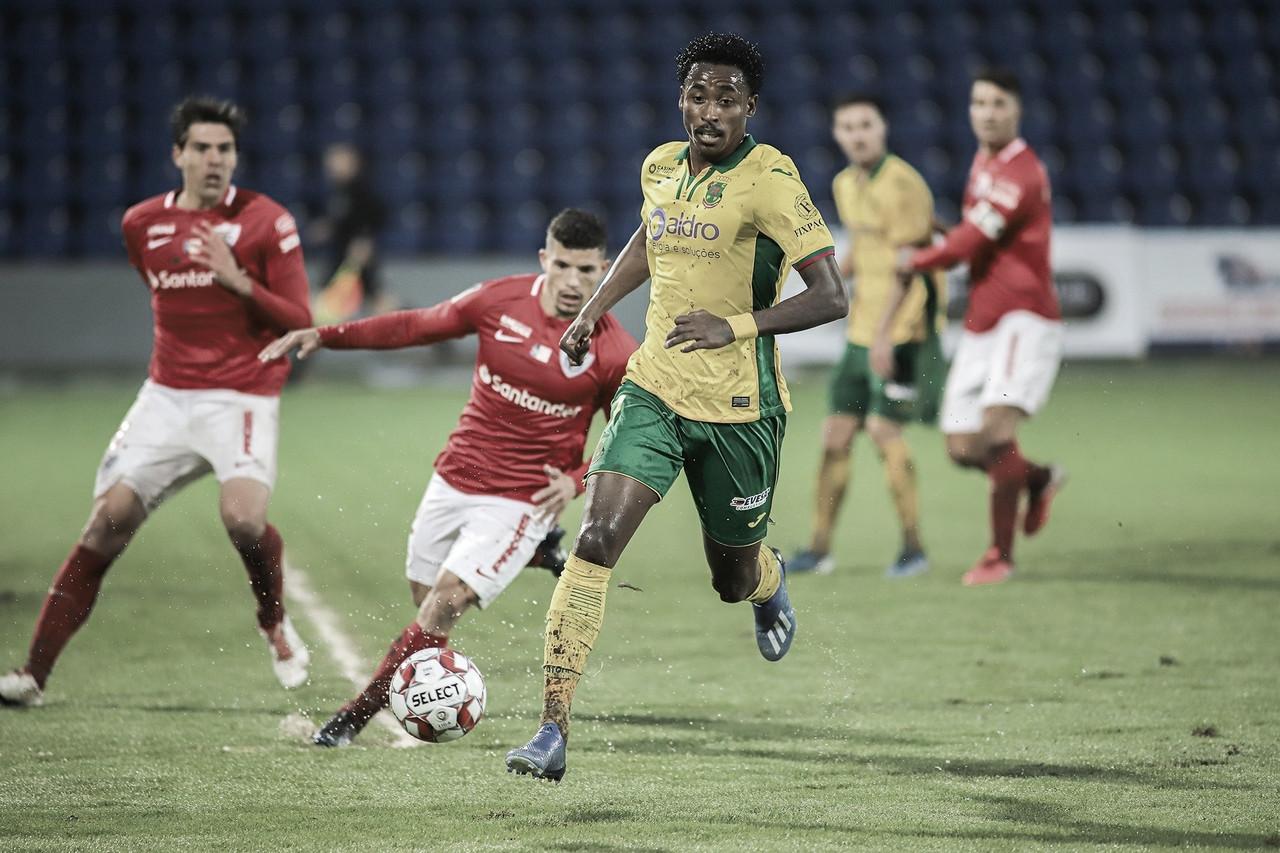 Atacante Denilson destaca boa fase vivida em Portugal pelo Paços de Ferreira