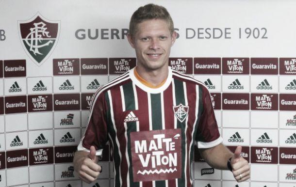 Por que o Fluminense tem um adesivo no lugar do patrocínio?