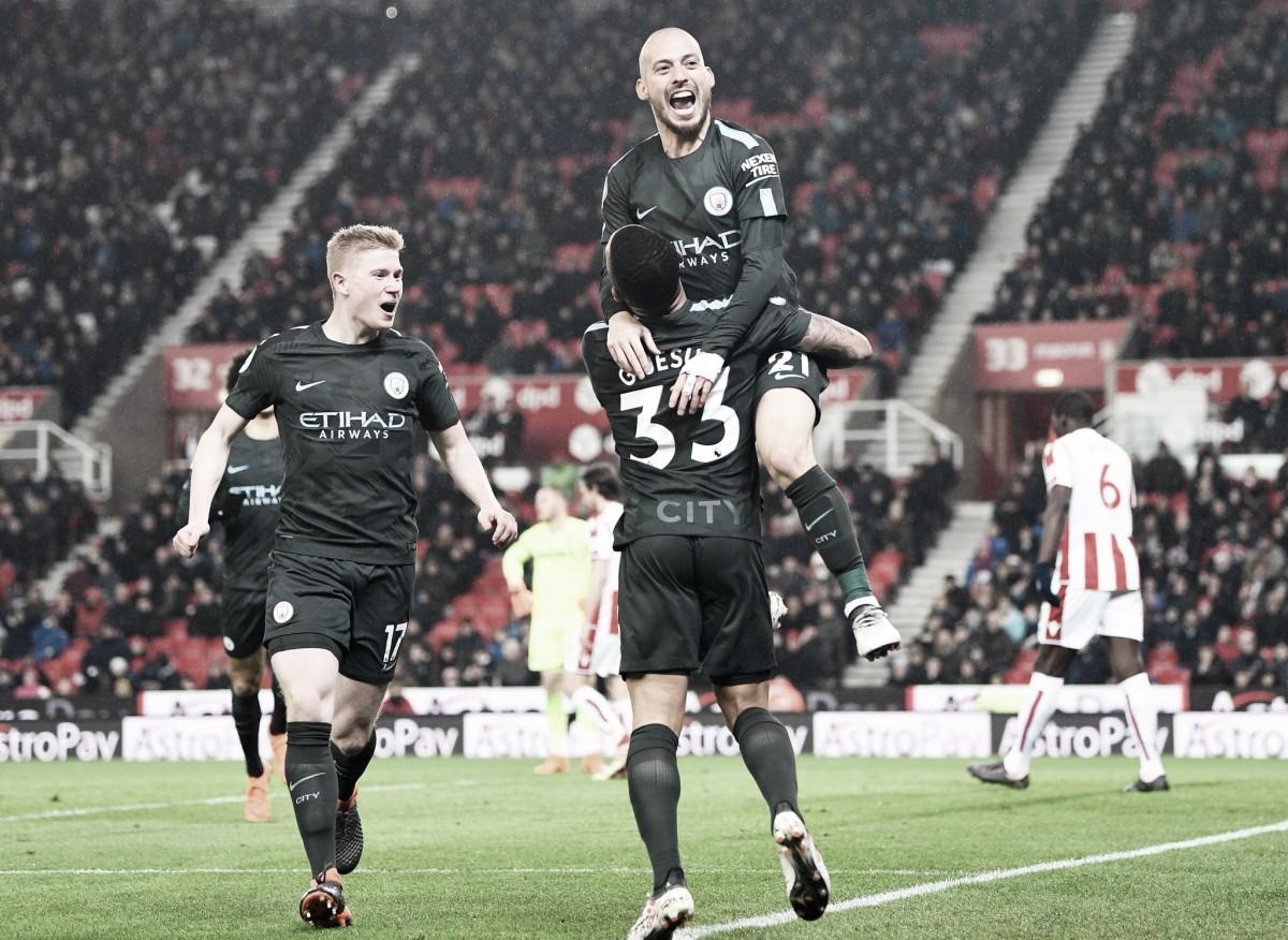 Silva marca y el City se impone sin brillantez en Stoke