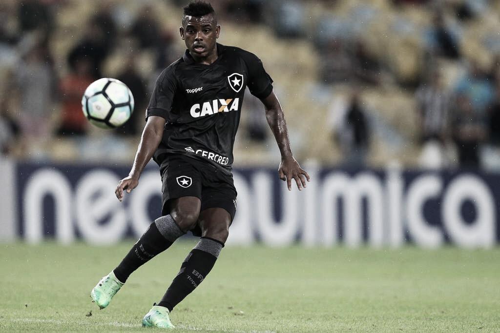 Após acordo, Marcos Vinícius deixa a Chapecoense e retorna ao Botafogo