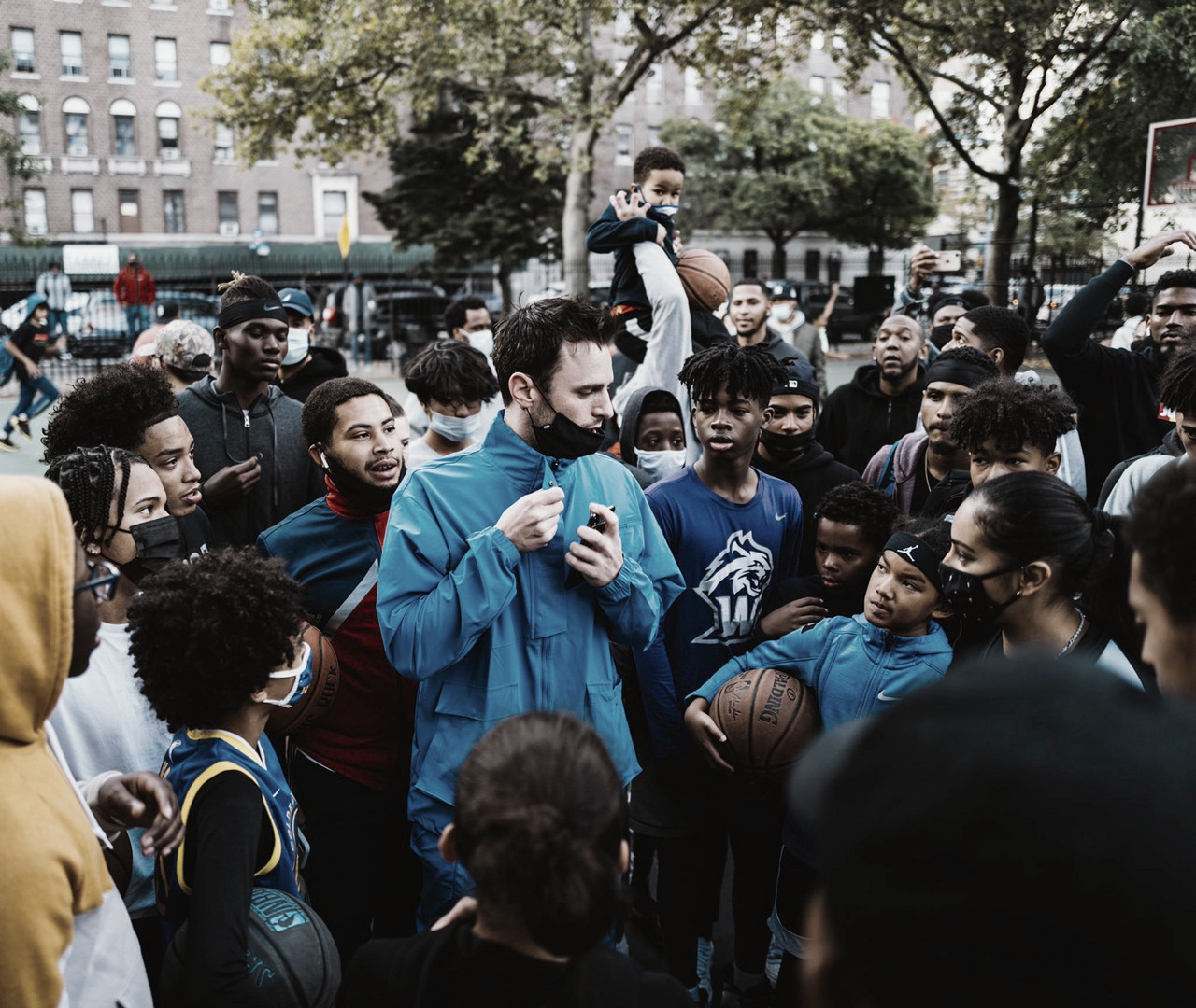 Brickley Organizes Basketball Camp in Washington Heights