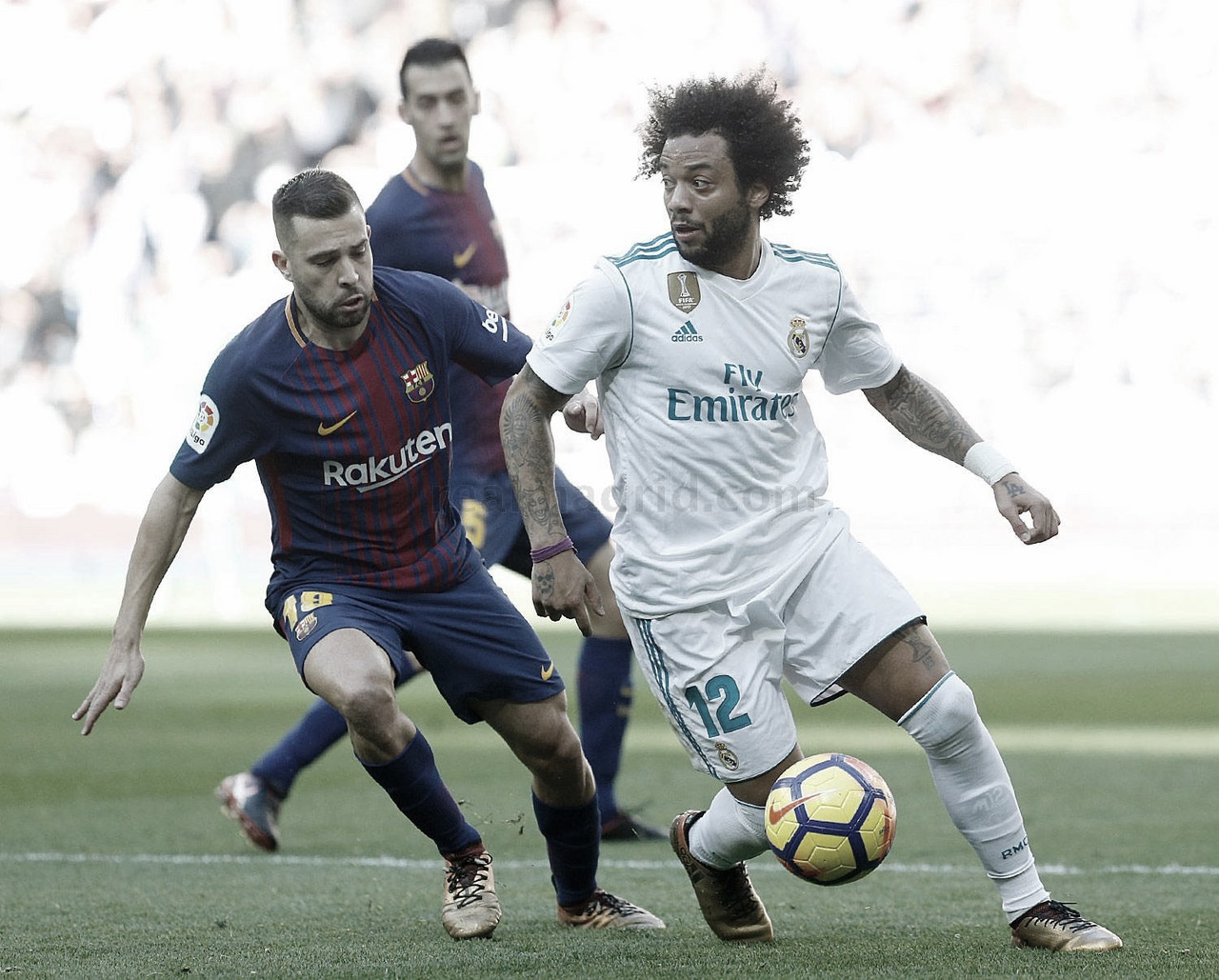 Marcelo y Jordi Alba en la disputa del balón | Fuente: Real Madrid.