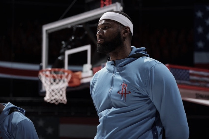 Clippers Sign Cousins