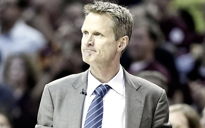 NBA Playoffs: Steve Kerr fuori per problemi alla schiena