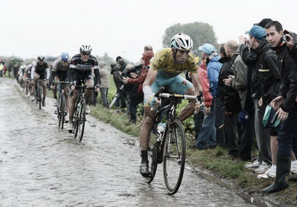 Indómito Nibali conquista o Tour das quedas e dos azares