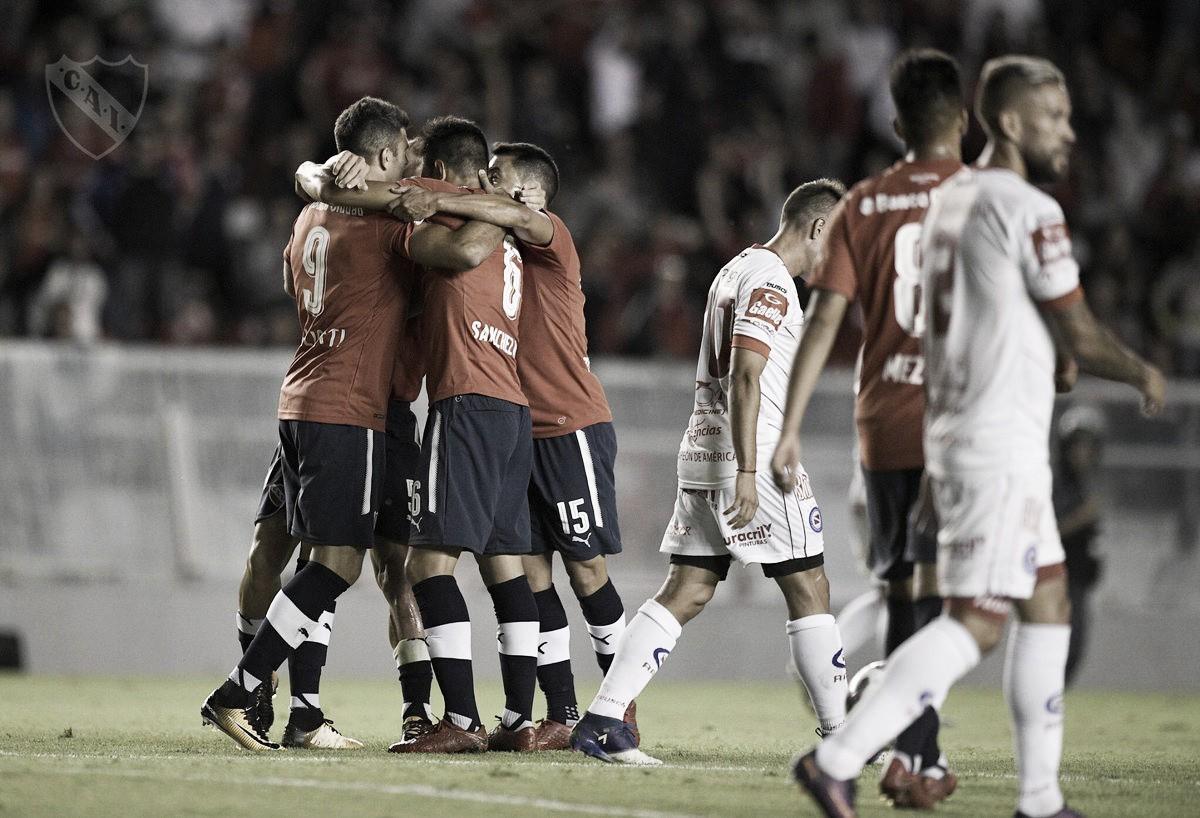 Independiente sofre, mas vence e ainda sonha com título da Superliga