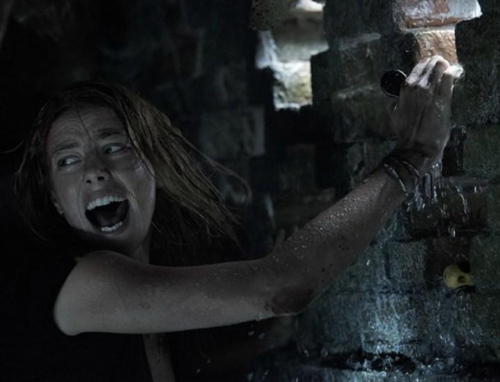 'Infierno bajo el agua': El film salvaje que el verano necesitaba