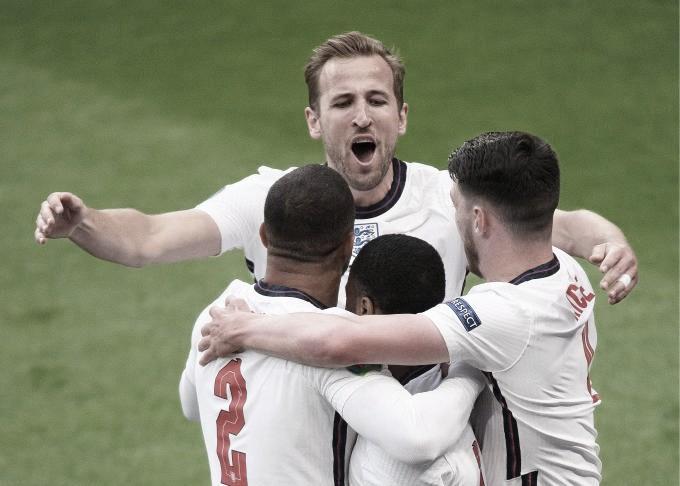 Inglaterra queda como líder invicto del grupo D