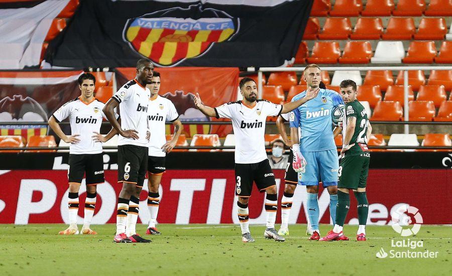 Análisis post partido: Mestalla apaga sus luces y el Valencia muestra sus sombras