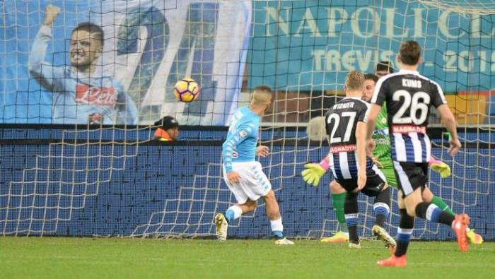 Serie A - Spettacolo Insigne, il Napoli passa ad Udine (1-2)
