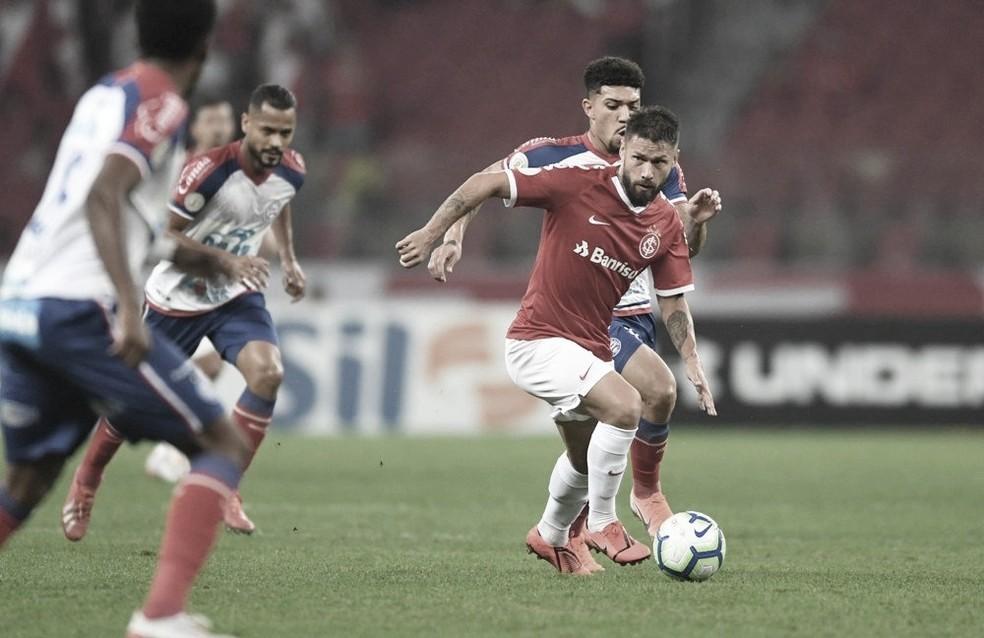 Com objetivo de continuar na liderança do Campeonato Brasileiro, Internacional recebe Bahia