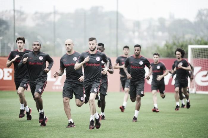 Celso Roth comanda treino físico no Inter e enfatiza sobre confronto diante da Ponte Preta