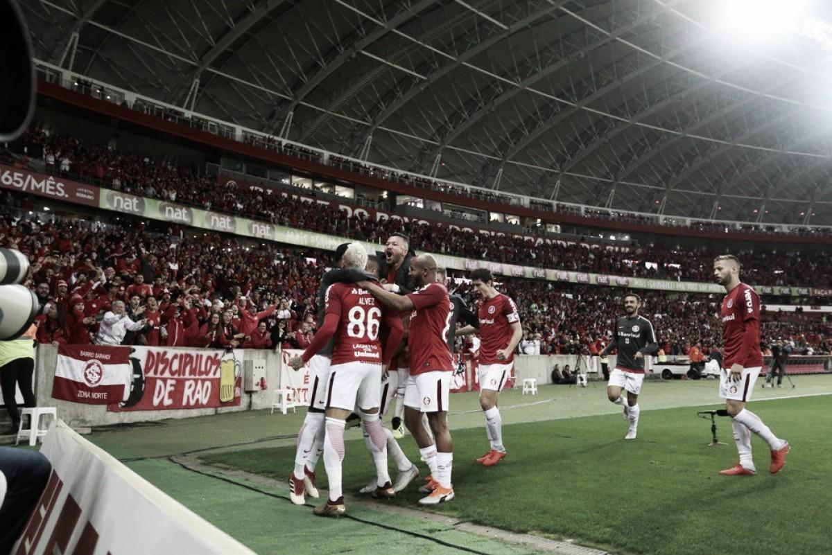Internacional vence Flamengo e assume a liderança do Brasileirão