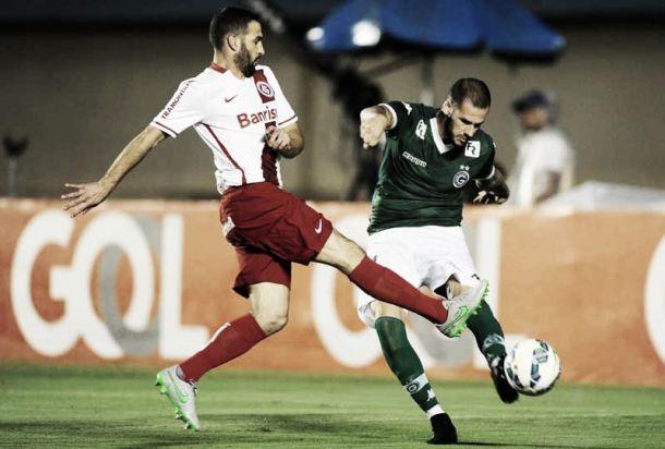 Goiás aproveita falha defensiva do Internacional e vira o jogo em cinco minutos