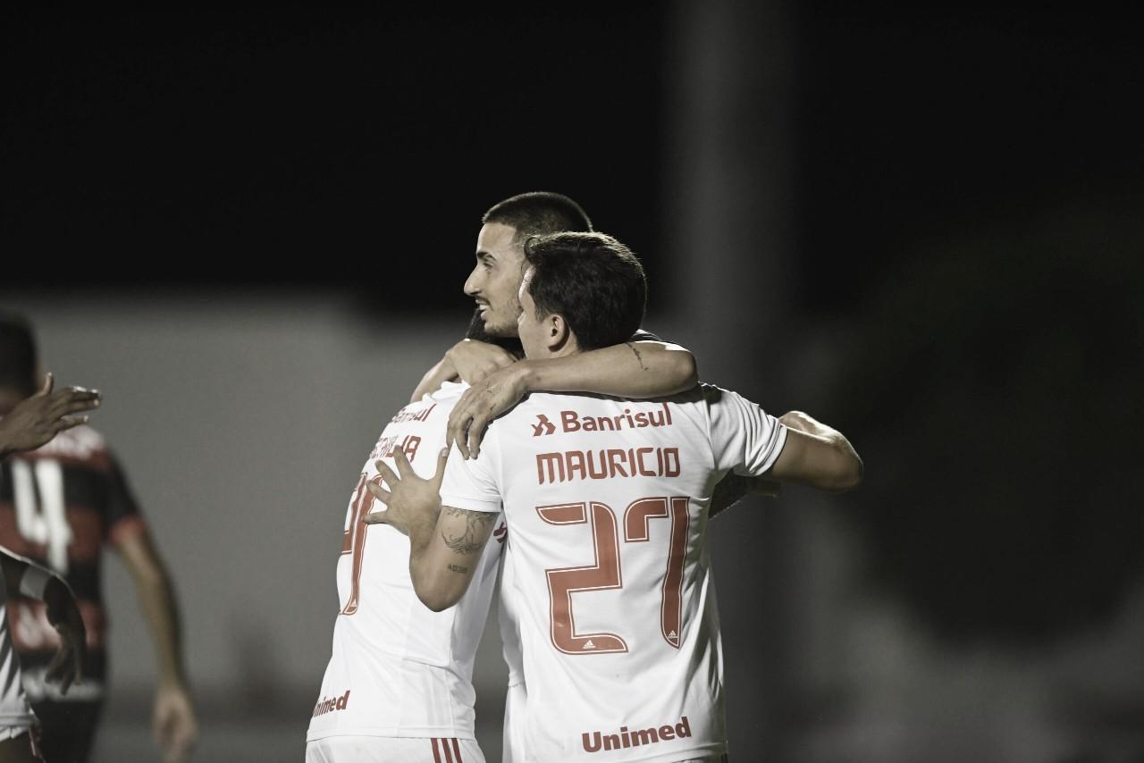 Thiago Galhardo dá vitória ao Inter na estreia da Copa do Brasil e dedica gol a Romário