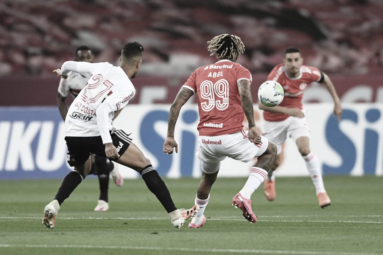 Com um a menos, Internacional empata com São Paulo e segue sem vencer no Brasileiro