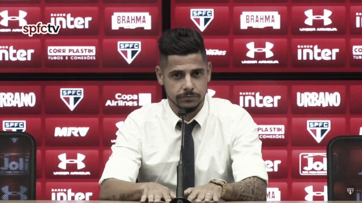 Ídolo do São Paulo, Cicinho anuncia aposentadoria aos 37 anos