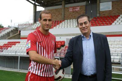 Ion Vélez llega para reforzar la delantera