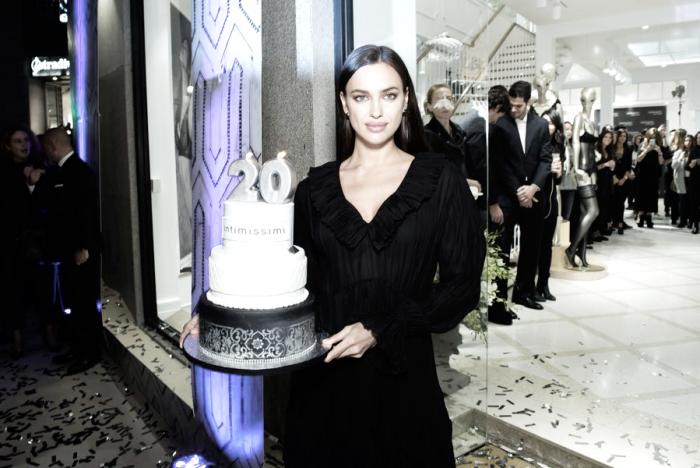 Irina Shayk, la estrella que marcó el 20 aniversario de Intimissimi