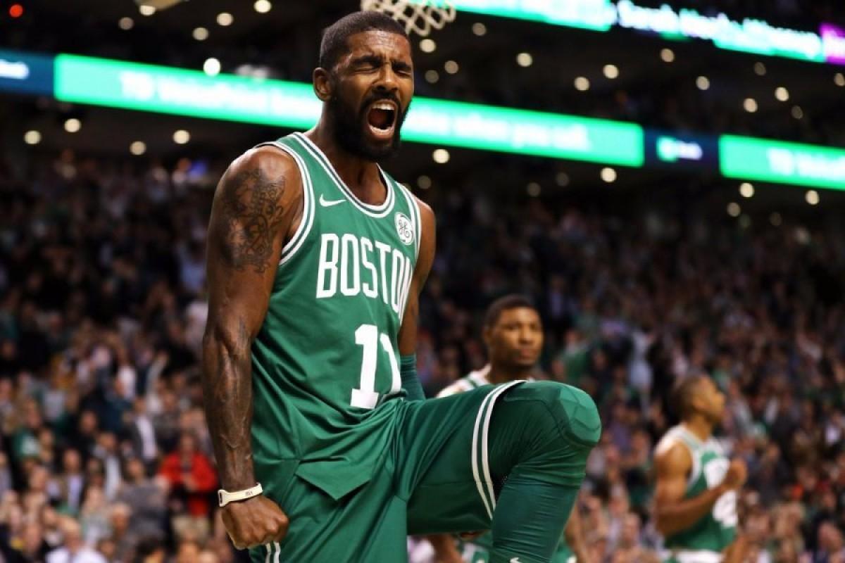 NBA - Boston trema, infortunio al ginocchio per Kyrie Irving