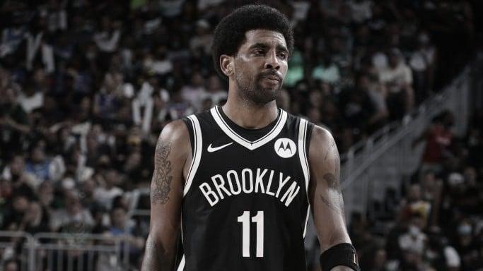 Kyrie Irving es apartado por los Nets