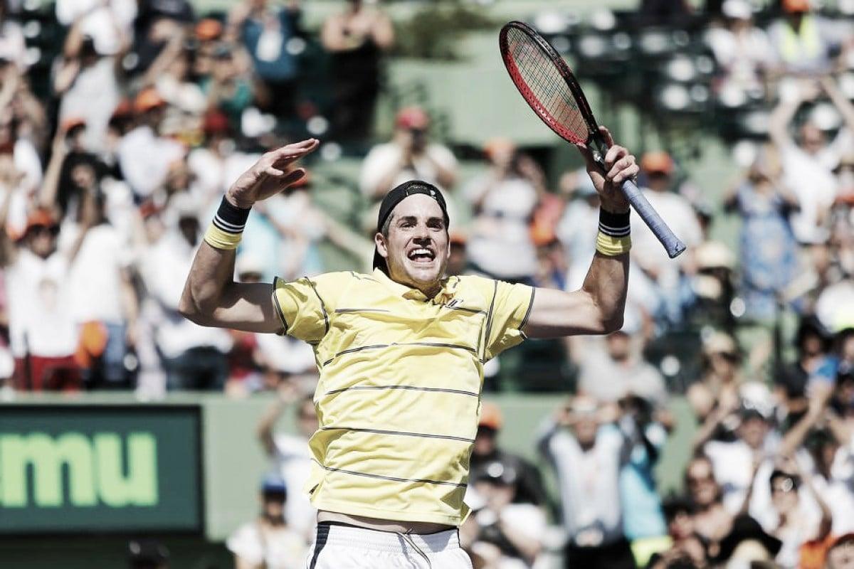 John Isner vence Zverev de virada e é campeão do Masters 1000 de Miami