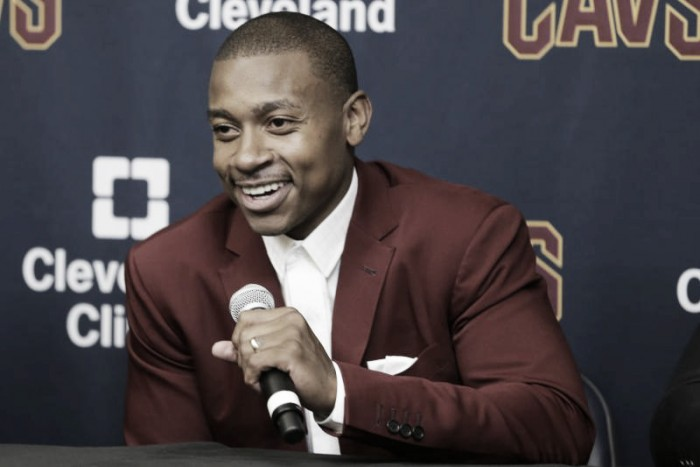 NBA, i Cleveland Cavs presentano Isaiah Thomas