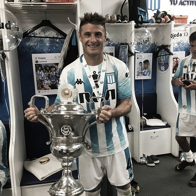 Pillud con el trofeo de la Superliga (Foto: Racing Club)