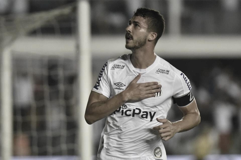 Santos domina, vence Palmeiras e reassume vice-liderança do Brasileirão