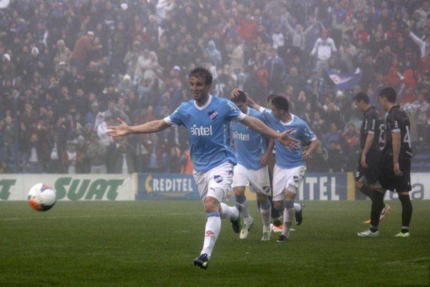 Con la celeste, Nacional gana, gusta y golea entre la niebla