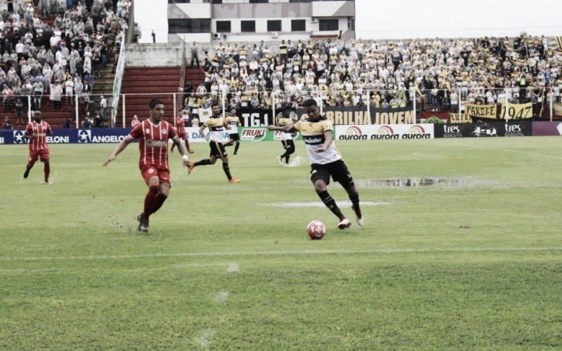 Criciúma marca no fim, vence Hercílio Luz e se garante na semifinal do Catarinense