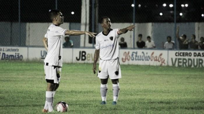 """Marcos Aurélio destaca empenho em vitória do Botafogo-PB: """"Estamos todos de parabéns"""""""