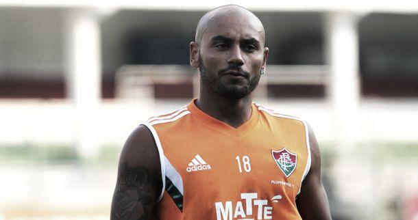Jonathan treina entre os titulares e pode fazer sua estreia pelo Fluminense contra a Chapecoense