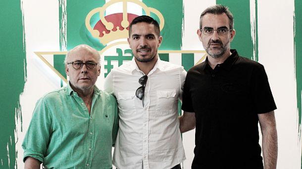 Ex-Fiorentina, meia peruano Juan Manuel Vargas é contratado pelo Bétis por duas temporadas