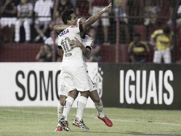 """Destaque na vitória, Jadson comemora: """"Recupera a confiança"""""""