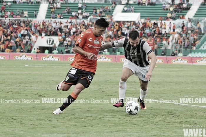 Jaguares rescata empate agónico ante Necaxa - VAVEL.com b758fa3f305d9
