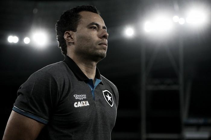 """Após vitória, Jair elogia atuação da equipe: """"Voltamos e fizemos um grande segundo tempo"""""""