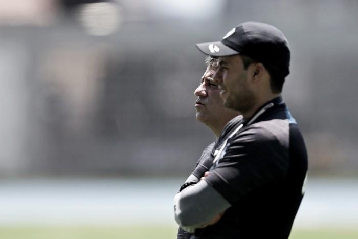 """Jair Ventura comenta interesse no atacante Gilberto, do São Paulo: """"Jogador muito interessante"""""""