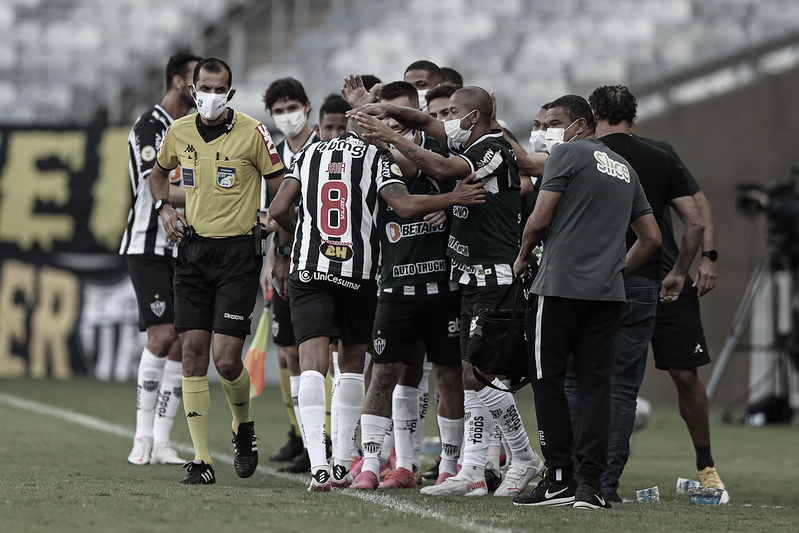 Atlético-MG marca com Jair e derrota São Paulo no Mineirão