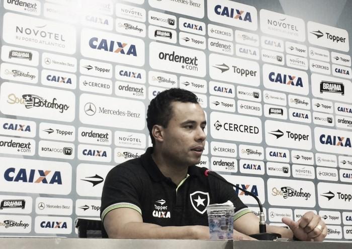 """Jair elogia reservas após vencer Fluminense: """"Campeonatos você vence com elenco"""""""