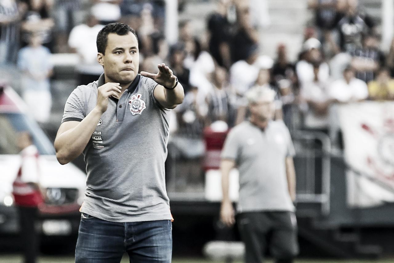 """Após derrota no Mineirão, Jair reforça que o Corinthians ainda respira: """"Saímos tristes, mas vivos"""""""