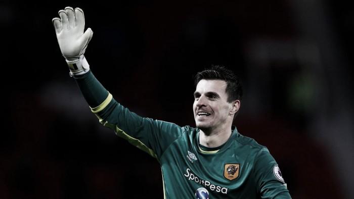 Hull City asegura que no ha recibido ofertas por Jakupovic