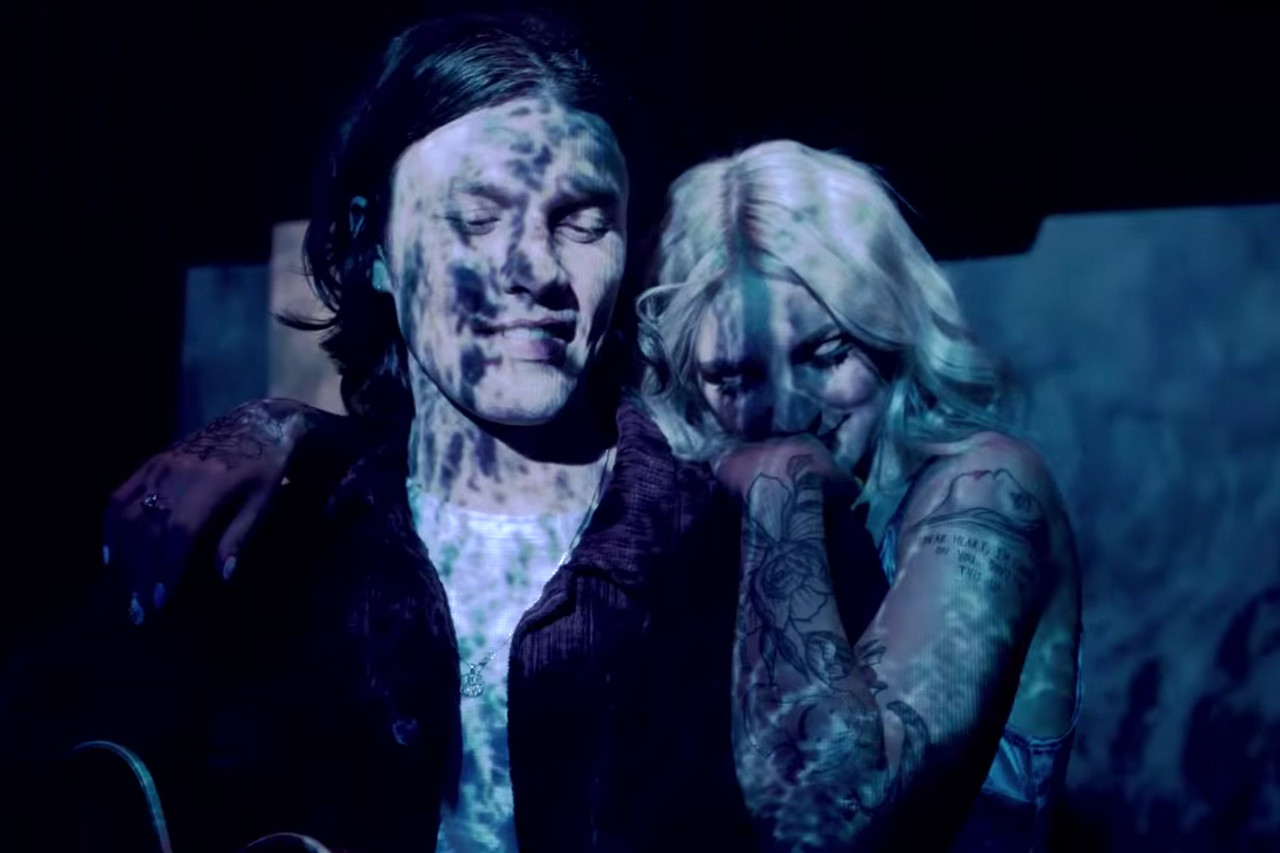 Peer Pressure de James Bay y Julia Michaels ya tiene videoclip